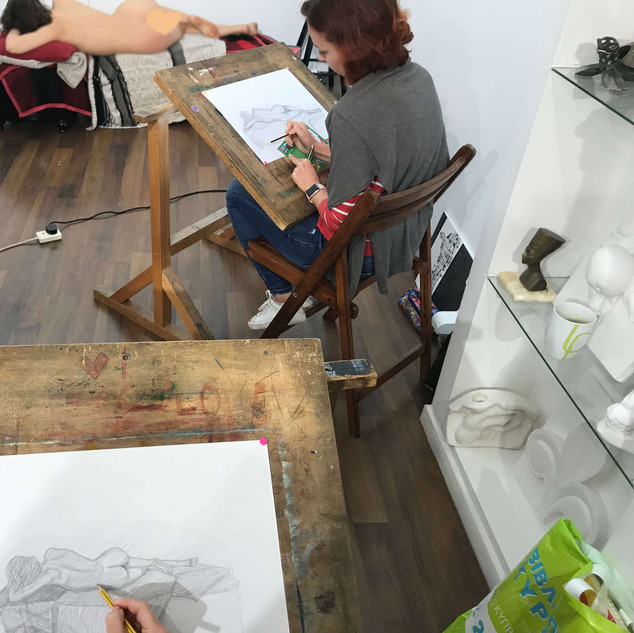 Anatomy lesson with a model in MihoArt studio