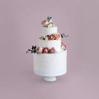 Décoré gâteau avec des fleurs