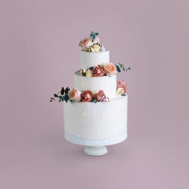 Dekoriert Kuchen mit Blumen