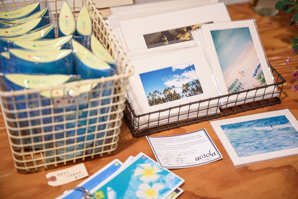 Wiminiのポストカード販売スペース。ハワイに関するいろいろなテーマのポストカードセットが販売されています。1セット$15です(PHOTO/Tomohito Ishimaru)