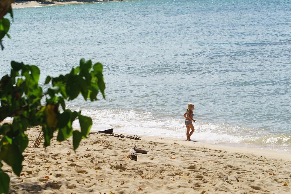 波が小さいので小さな女の子も遊べるビーチです(Photo/Tomohito Ishimaru)