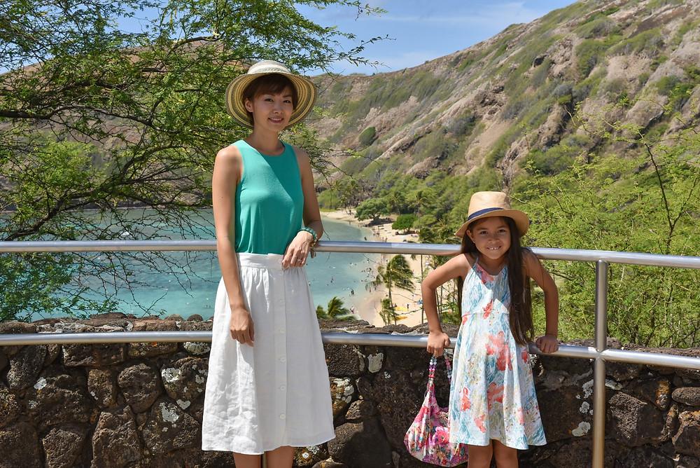 カイムキ、ハワイカイの街を抜けて最初の絶景ポイント、ハナウマベイに到着。ここでは下車して記念撮影&トイレ休憩ができます  (PHOTO/Tomohito Ishimaru)