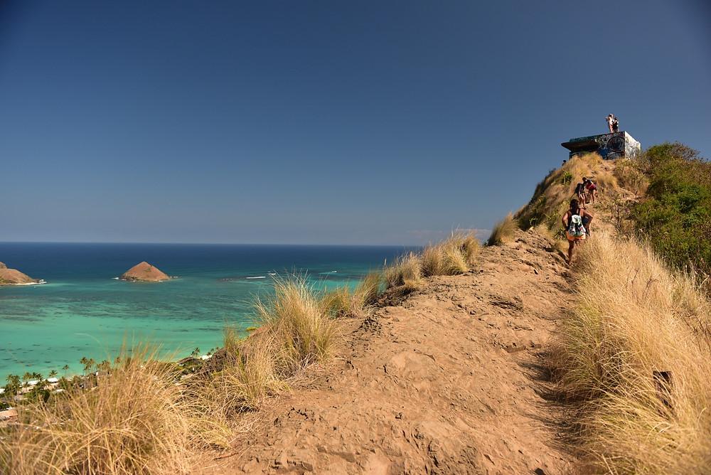 """コースは複雑ではないので迷うことはないでしょう。海が見えてから上をみると、目指すピルボックスが見えます (PHOTO/TOMOHITO ISHI""""MARU"""")"""