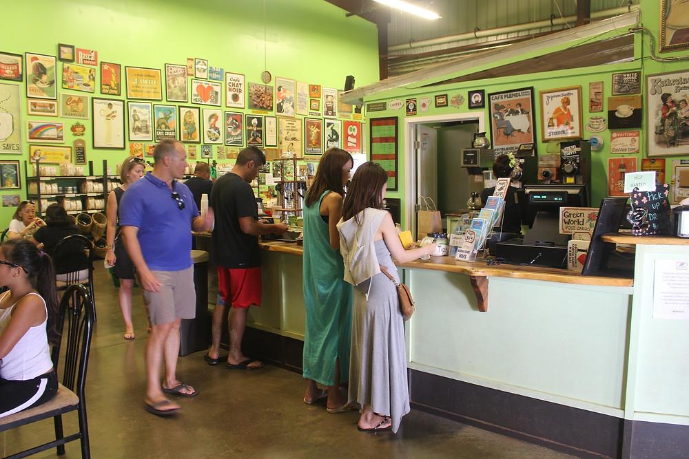 ノースからの帰り道、「グリーンワールドファーム」でコーヒーのお買い物。少人数のときはそんなリクエストにも対応します