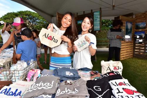 """ハワイらしいアイテムが買える物販ブースも20近くあったかな。ステージ合間にぜひのぞいてみてくださいな(PHOTO/TOMOHITO ISHI""""MARU"""")"""