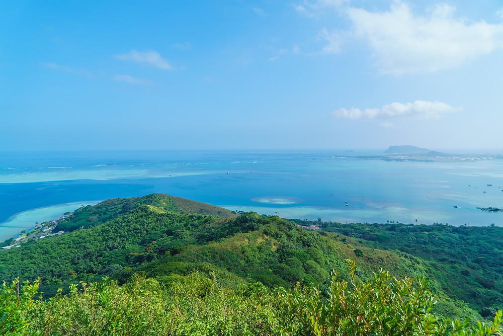ピルボックス正面、つまり東側の眺め。右奥の島はMCBHという基地の島で一般人は入れません (PHOTO/Tomohito Ishimaru)