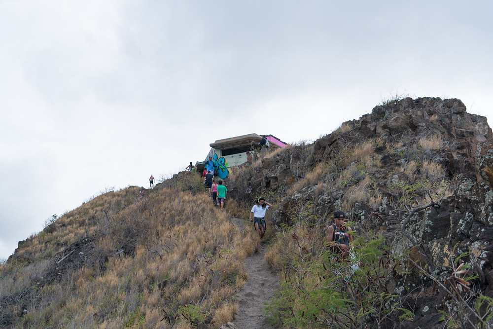 登り始めて40分。目指すピルボックスが見えてきました