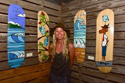 """ポップで独特な画風で有名なハワイのアーティスト・ヘザーブラウンさんのブースもありました。本人はとってもチャーミングな方(PHOTO/TOMOHITO ISHI""""MARU"""")"""