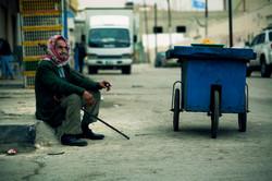 old man_sitting on the street