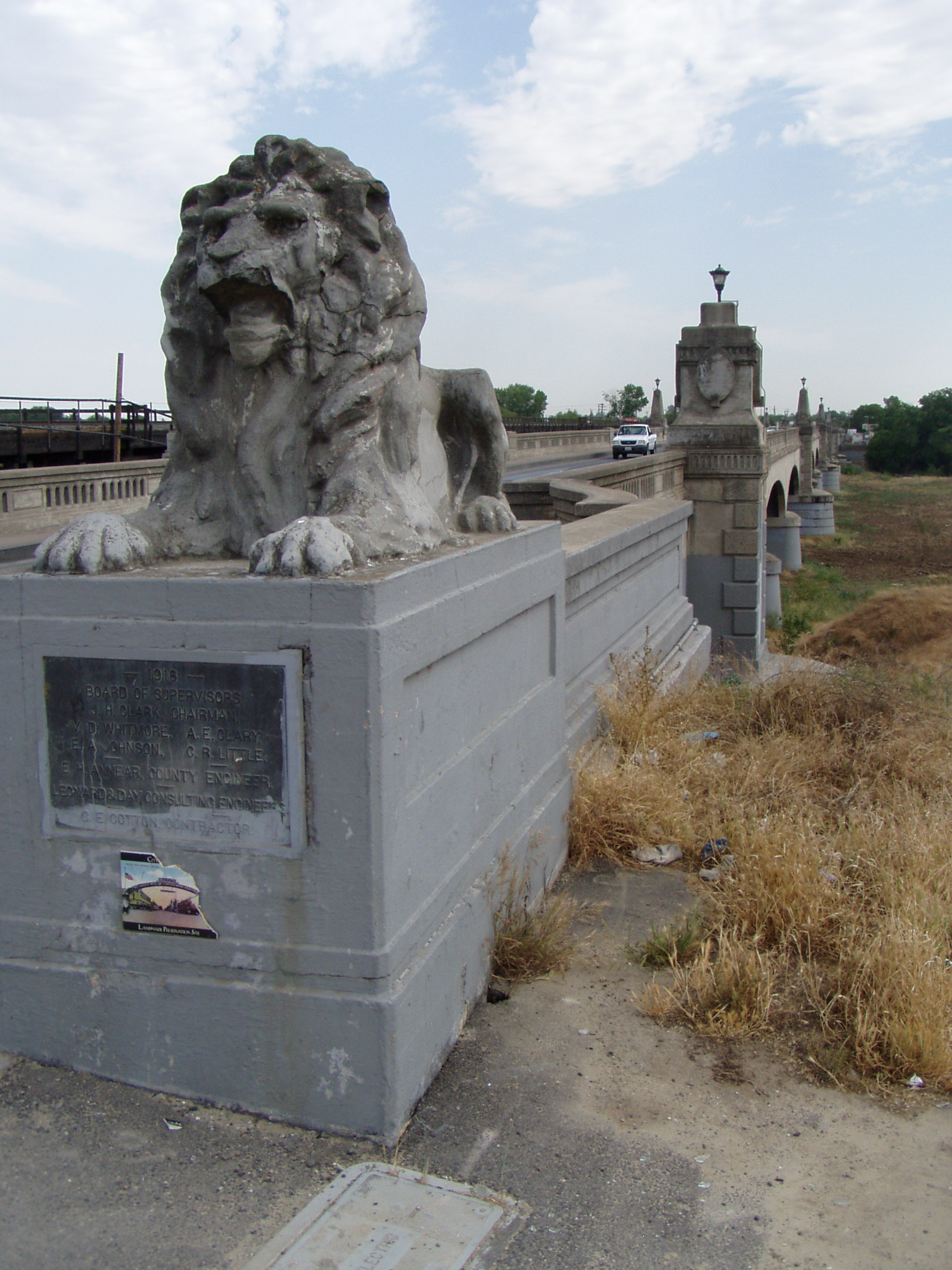 7th Street Bridge - Lion Bridge in Modesto 38c0023c