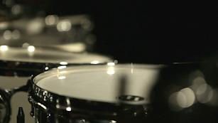 videoblocks-musical-drums-kit-on-black-b