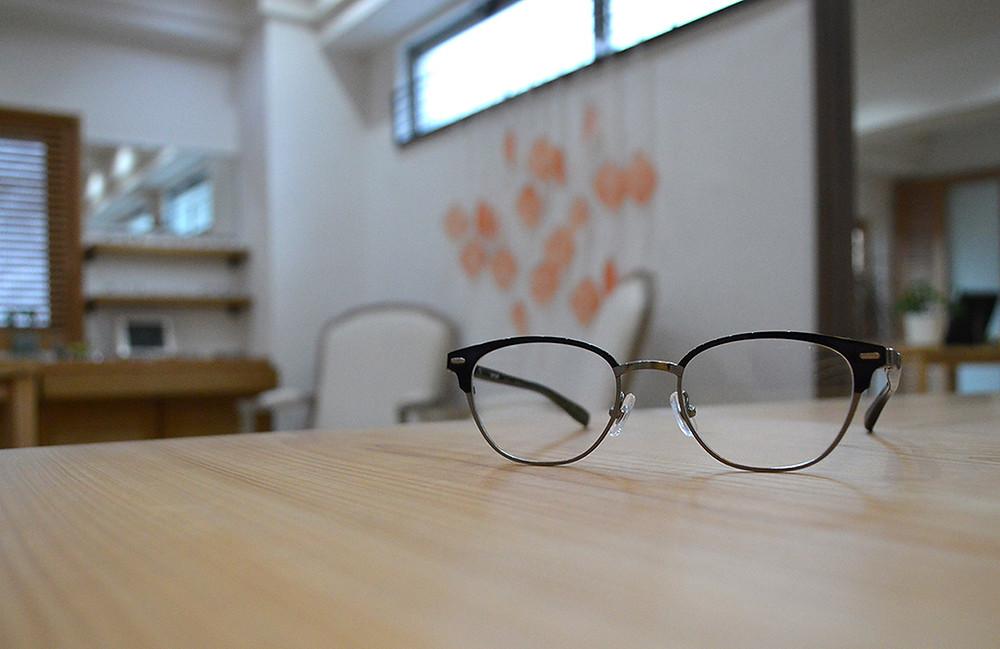もう迷わない眼鏡選び 好印象を与える大人のオフィス眼鏡って?