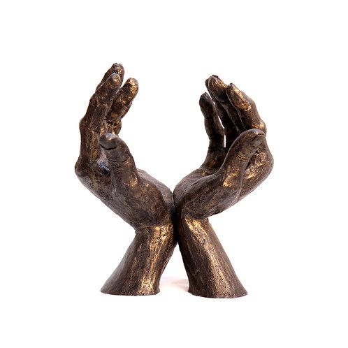 Bronze hands - Peace