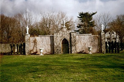 screening wall with statues