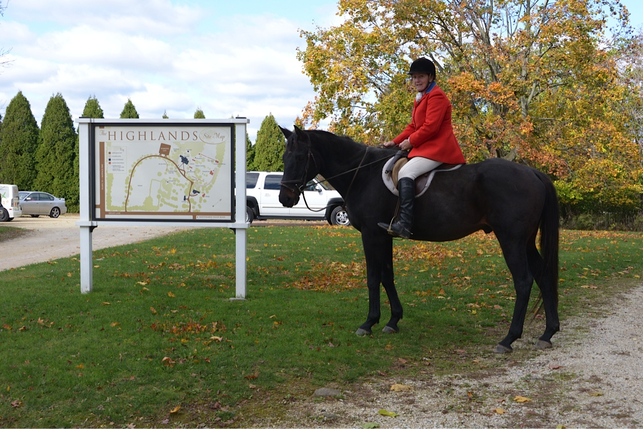 Linda Roberts on Horse near Intro sign