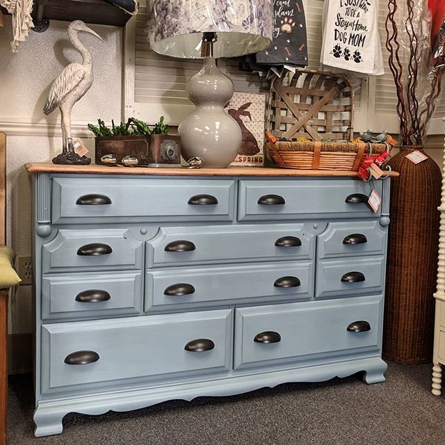 This beautiful vintage 7 drawer solid wo
