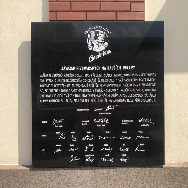 Pískované či sekané nápisy do kamene - Pivovar Plzeň