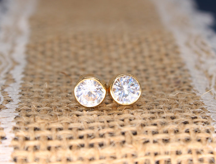 A pair of 9ct CZ earrings, weighing 1g