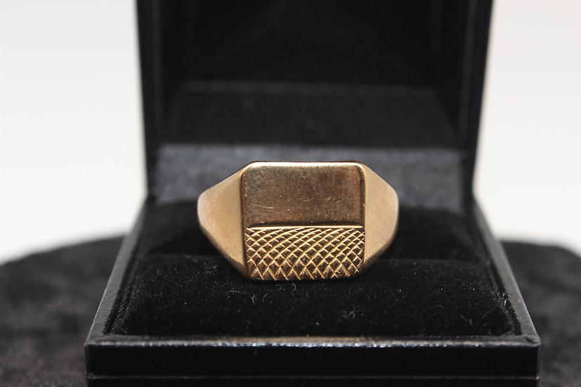 A 9ct gold gentlemen's ring, size X, weighing 6.7g