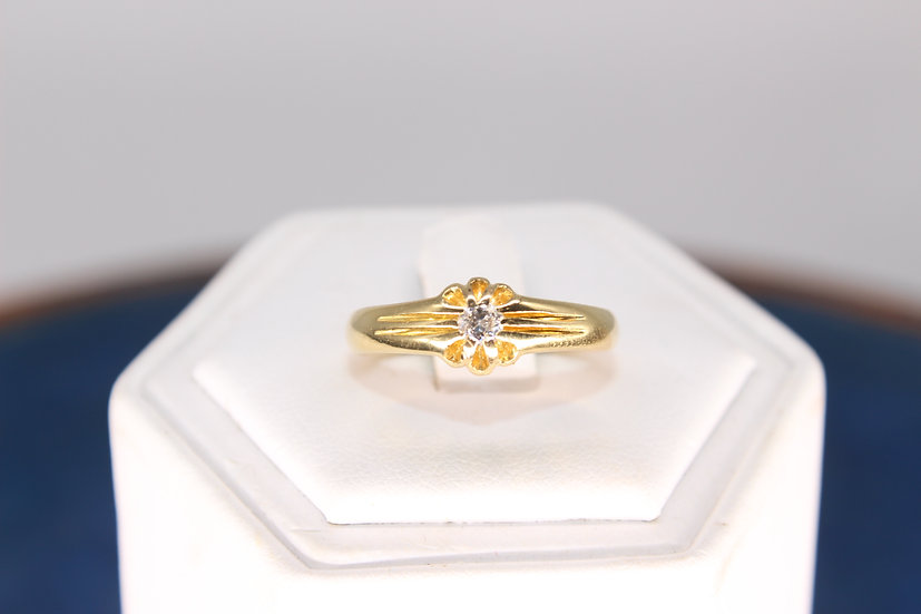 A 18ct gold & diamond ring, size P, weighing 4.1g