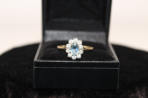 A 9ct gold ring, size T, weighing 2.6g