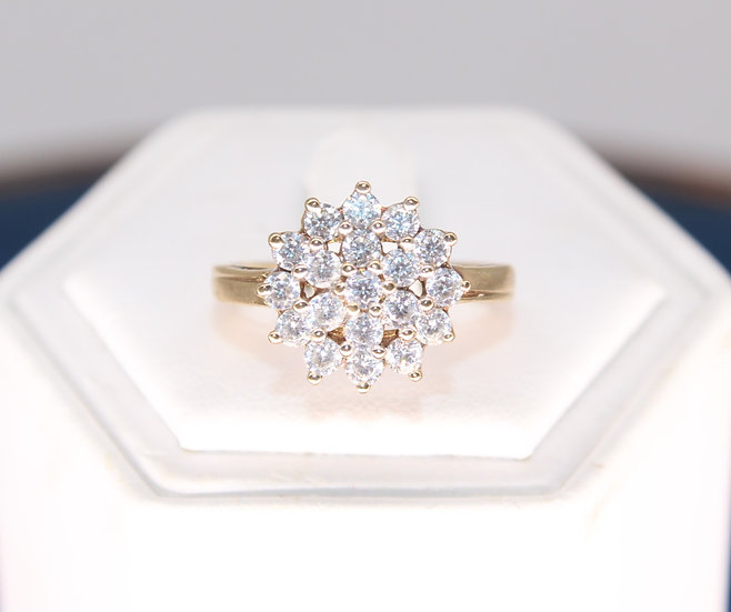 A 9ct gold ring, size Q, weighing 3.3g