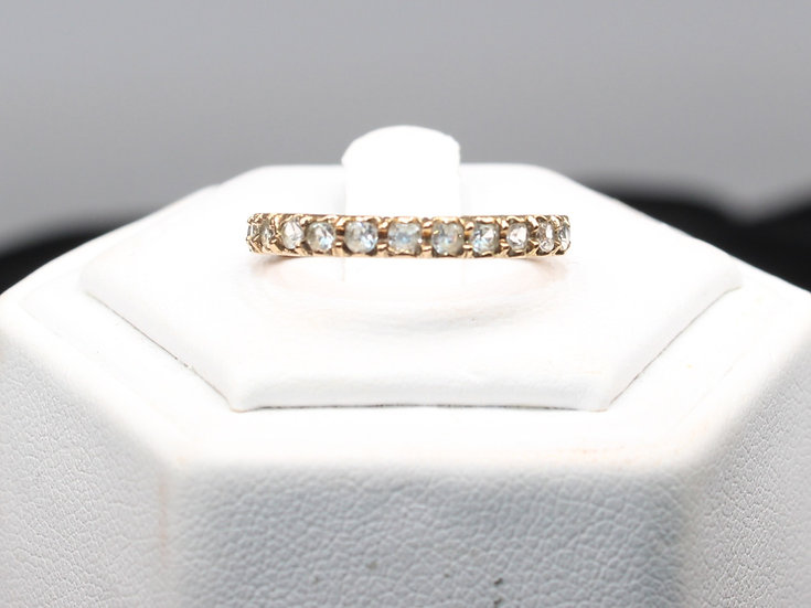 A 9ct gold ring, size K, weighing 2.5g