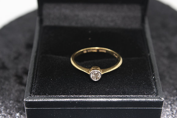 A 18ct gold and platinumset diamond ring, size K