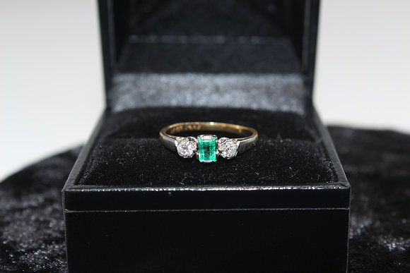 A 18ct gold diamond ring, size J, weighing 2.1g