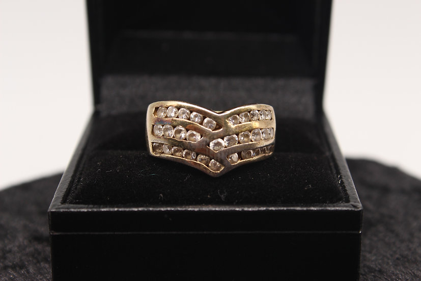A 9ct gold ring, size N, weighing 7.1g