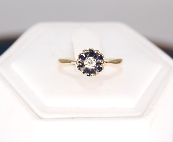 A 18ct gold & diamond ring, size K, weighing 2.7g