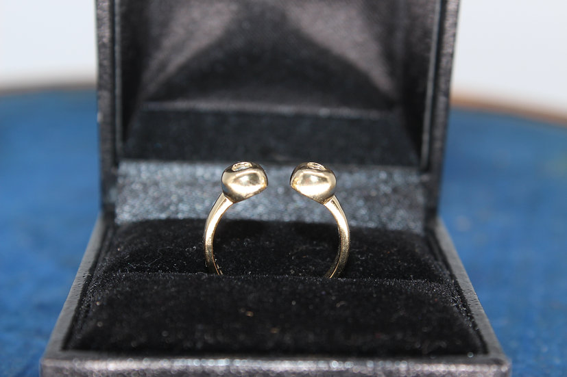 A 9ct gold ring, size H, weighing 2g