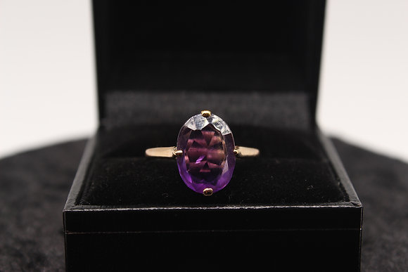 A 9ct gold and amethyst ring, size O, weighing 2.4g