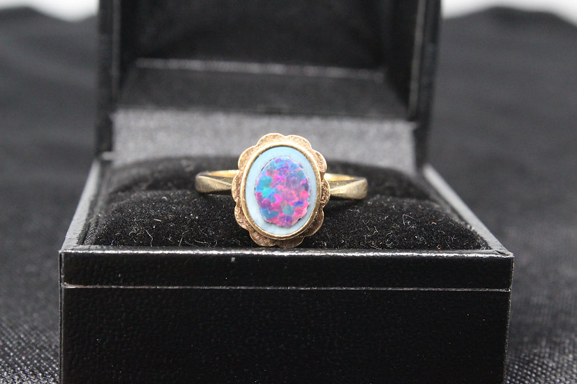 A 9ct gold ring, size N, weighing 3.4g