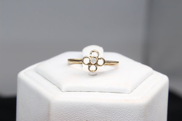 A 9ct gold and diamond ring, size M, weighing 1.3g
