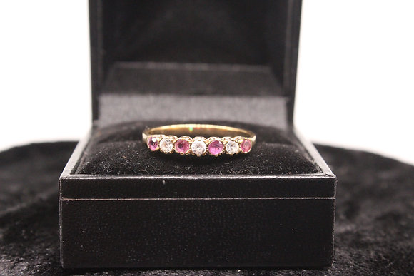 A 9ct gold ring, size S, weighing 1.7g