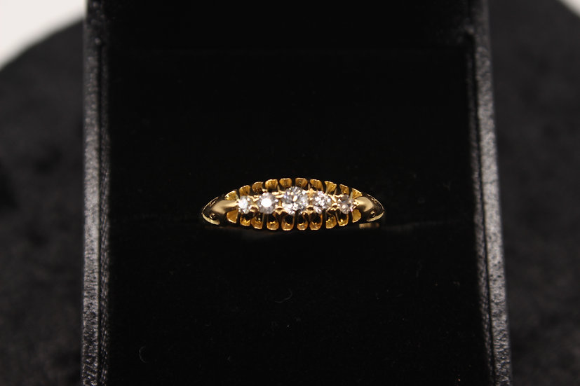 A 18ct gold & diamond ring, size T, weighing 2.8g