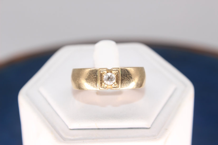 A 9ct gold & 20 PTS diamond ring, size U, weighing 5.7g