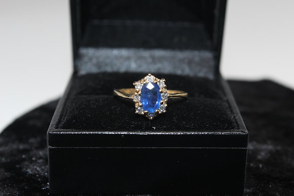A 18ct gold, diamond & sapphire ring, size P, weighing 2.3g