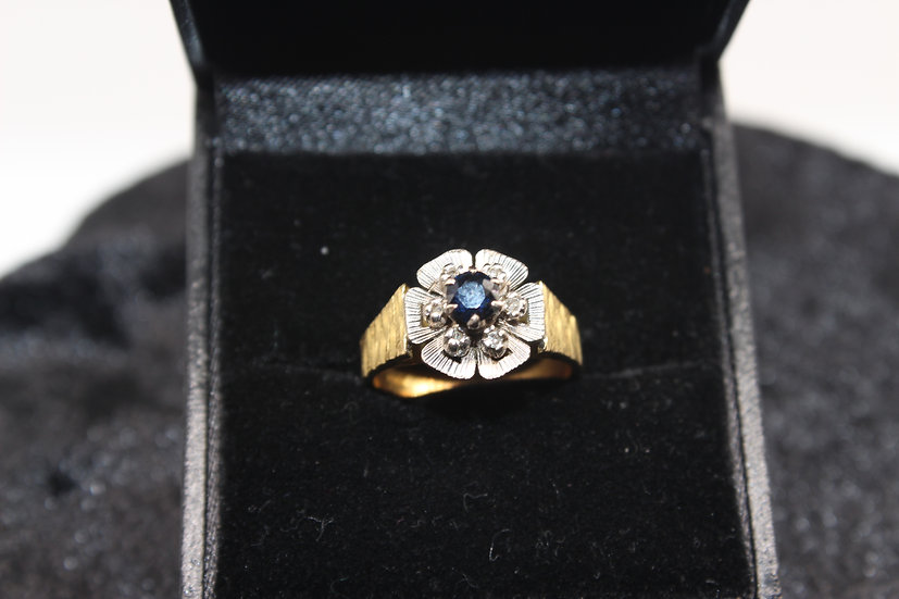 A 18ct gold diamond ring, size I, weighing 5.5g