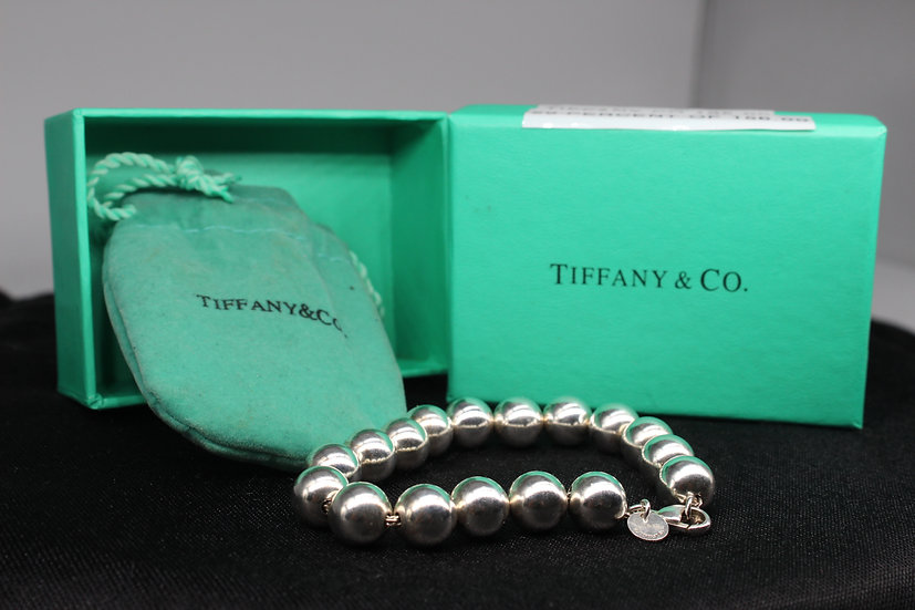 A Tiffany & Co bracelet weighing 18.3g, complete with pouch & box.