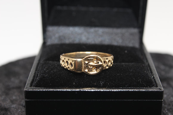 A 9ct gold ring, size P, weighing 2g