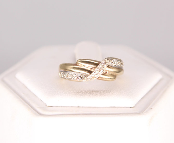 A 9ct gold & diamond twist ring, size K, weighing 2.7g