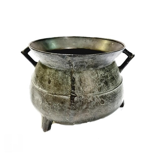 A 17th Century bronze cauldron, possibly by the Sturton Foundry, South Pertherto