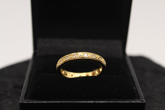A 18ct gold diamond ring, size M, weighing 3.7g