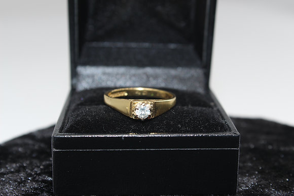 A 18ct gold diamond ring, size O, weighing 3.7g