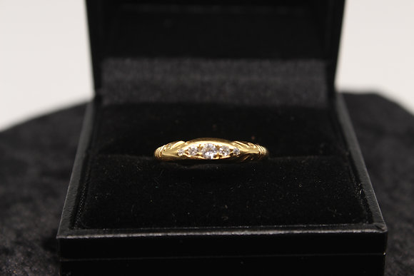 A 18ct gold and diamond ring, size J, weighing 2.5g