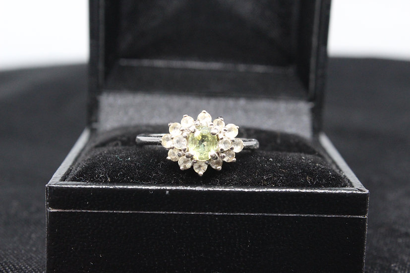 A 9ct gold ring, size O, weighing 3g