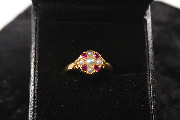 A 18ct Victorian ruby & pearl gold ring, size O, weighing 2g