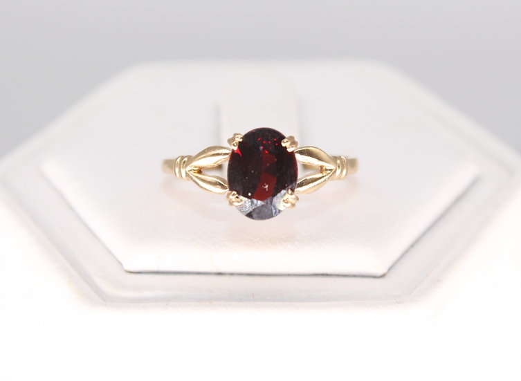 A 9ct gold ring, size M, weighing 1.3g